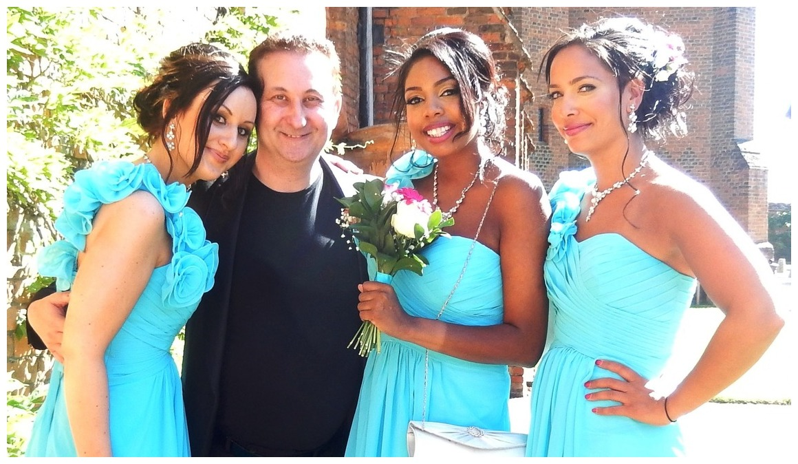 Sheffield close up magic wedding magician with bridesmaids